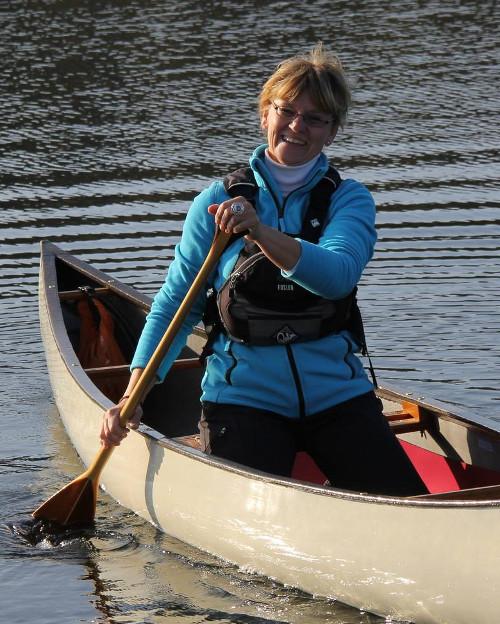 Angela in ihrem neuen Felicity 13' Solo Canoe